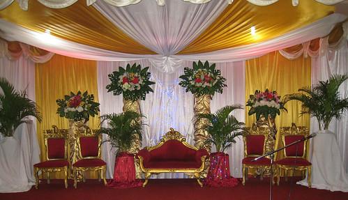 Pernikahan Meriah