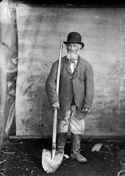 Hugh Rees road worker, Tal-y-bont (Ceredigion)