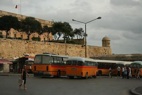 Aeroporto Malta : Transporte aeroporto valletta guia viagem malta