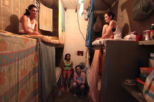 Do total de 580 mil presos, população carcerária feminina no Brasil é de quase 37 mil