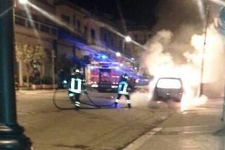 Noicattaro. Auto incendiata Corso Roma front