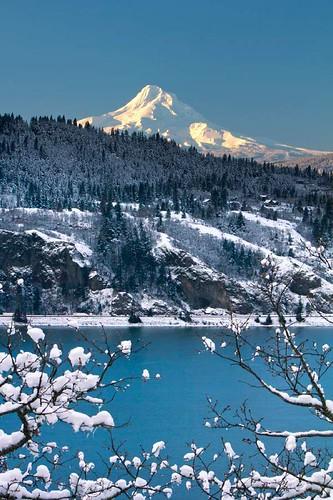 snow oregon sunrise washington freezing columbiariver mounthood columbiarivergorge whitesalmon mthoodfreezing9725wo