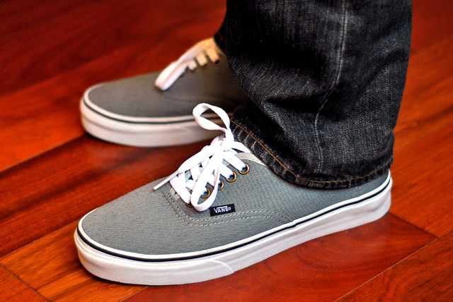 how to wear vans without socks