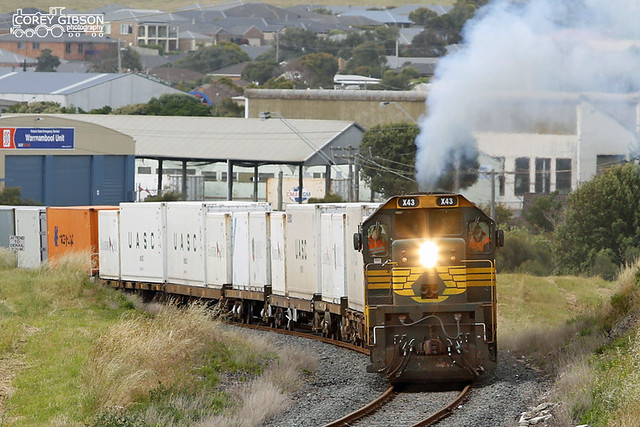 X43 with the 9204 Warrnambool Freight departing the container yard.