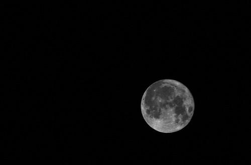 moon afghanistan fullmoon kabul perigeemoon canon40d canonef70200mmf28isiiusm schariq 20march2011 superfullmoon