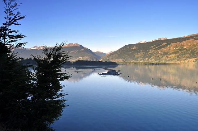 Reflejos en Lago Gral. Carrera - Patagonia Chilena