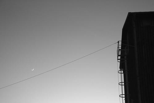 new moon white black barn sweden dusk line sverige valdemarsvik canonefs1785mmf456isusm canoneos7d