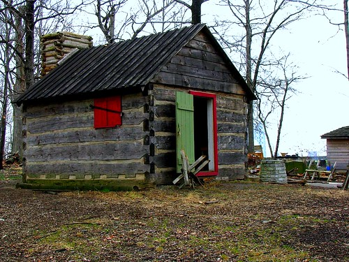Reconstructed building in the Fort Lee Historic Park by Bogdan Migulski
