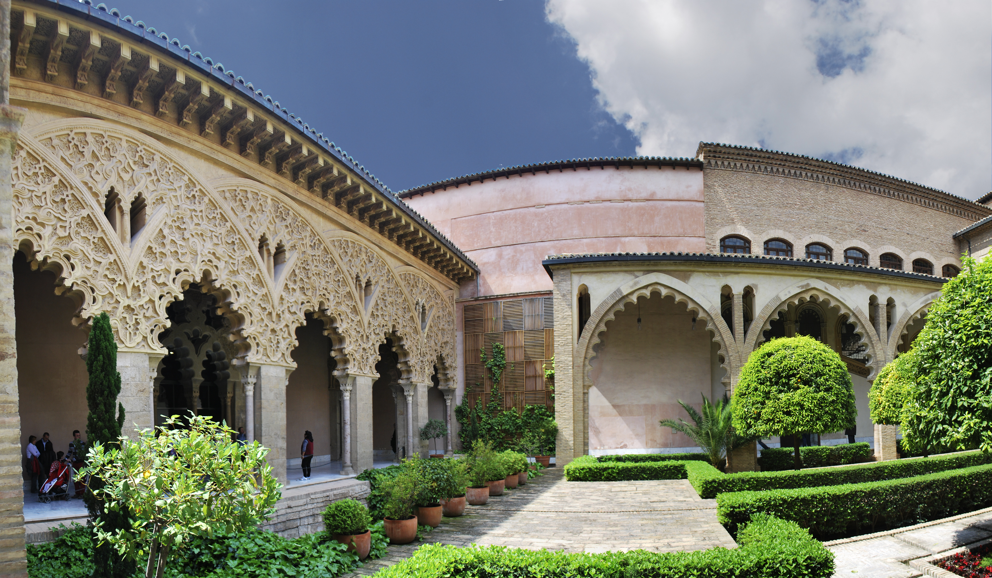 Patio de Santa Isabel / Santa Isabel Courtyard (Palacio de la Aljaferia, Zara...