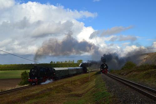 Parallelfahrt 95 1027-2, 50 3648-8 und MBB Lok 12  am Niewandtschacht bei Siersleben