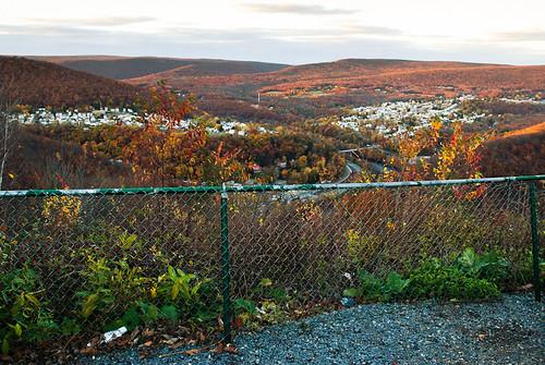 city autumn usa mountains fall town view pennsylvania lookout foliage pa gorge jimthorpe 2010 flagstaffmountain carboncounty lehighgorge mauchchunk lehighgorgestatepark oktober2010