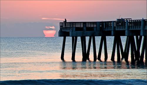 ocean beach sunrise pier fishing florida calm jupiter atlanticocean juno palmbeachcounty junobeach junobeachpier utatafeature junopier