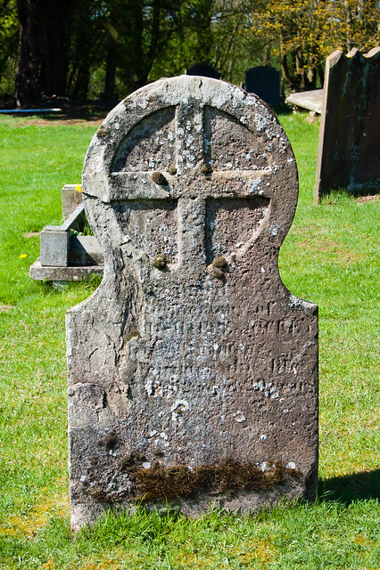 Lichen on gravestone: Tong