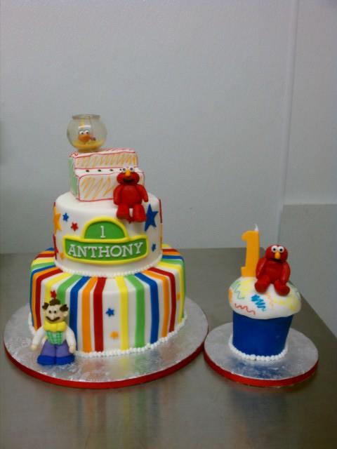 Anthonys Elmo Theme First Birthday Cake And Matching Smash Cupcake