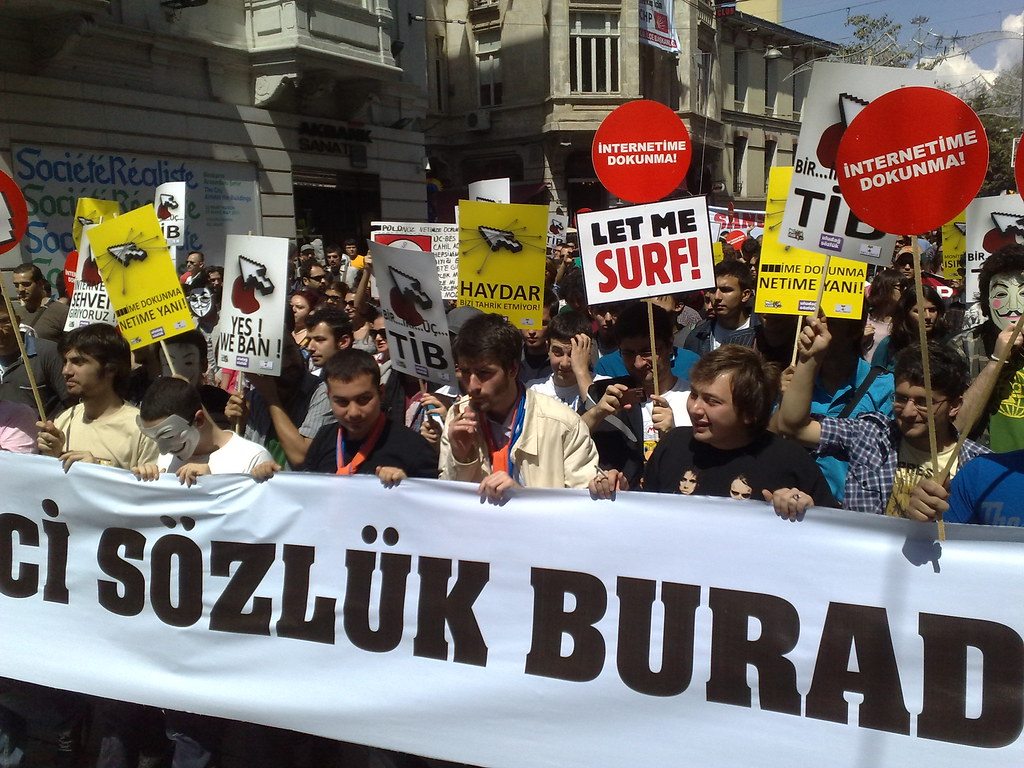 Istanbul protest against internet filters