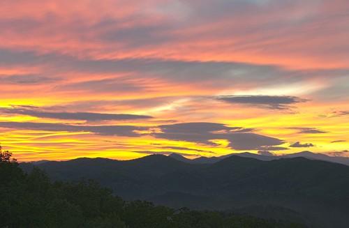 morning mountains sunrise easter smokymountains foothillsparkway