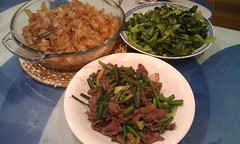 Dry-fried Beef Horfun with Garlic Chive Flowers �…