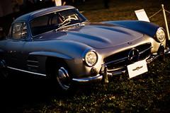 race car(1.0), automobile(1.0), vehicle(1.0), performance car(1.0), automotive design(1.0), mercedes-benz(1.0), mercedes-benz 190sl(1.0), mercedes-benz 300sl(1.0), antique car(1.0), classic car(1.0), vintage car(1.0), land vehicle(1.0), sports car(1.0),