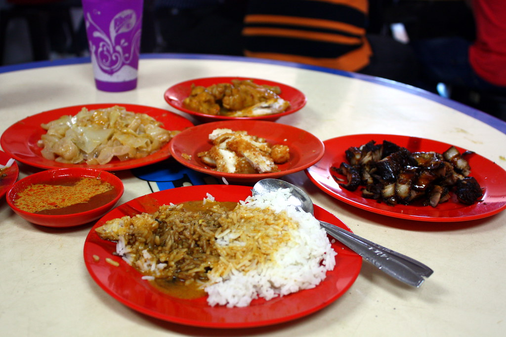 Guide to Jalan Besar & Lavender: Beach Road Scissors Cut Curry Rice