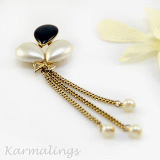 Vintage Blue and Pearl Balloon Pin