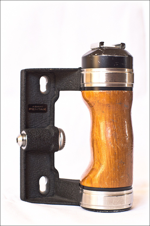 Wooden Grip Pentax 6x7 for sale | See ebay: cgi ebay nl/Wood