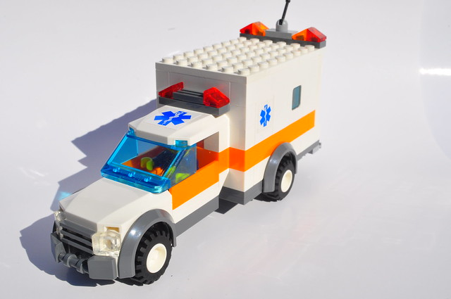 Moc north american style ambulance lego town eurobricks forums - Lego ambulance ...