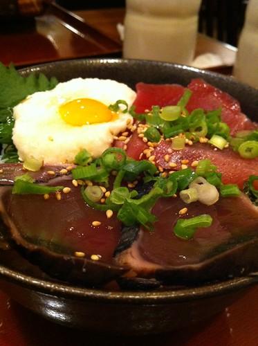 今日のランチはかつお2種のとろ玉丼。¥790 #lunch RT @tomoth: 焼魚食堂魚角にタッチ! http://tou.ch/UIyYBd