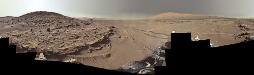 Curiosity sol 610 - Monte Sharp e Monte Remarkable (a sinistra)