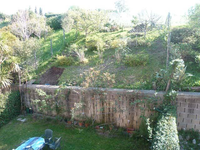 Muri di contenimento o palizzata in castagno - Muri da giardino ...
