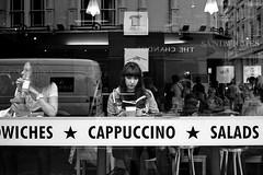 書店併設カフェの運営が成立している3つ仕組みと1つの魔法