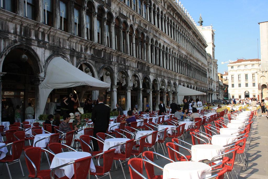 Al fresco dining in Piazza San Marco
