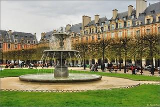 Paris : Place des Vosges -  EXPLORE