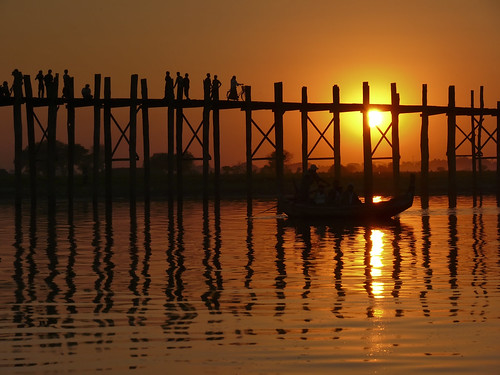 Amarapura bridge (U Bein), Spectacular sunset from a gondola - Mandalay, Myanmar
