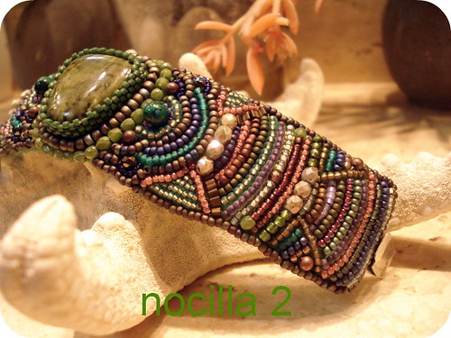 Pulsera embroidery
