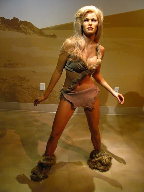Raquel Welch/Loana fig...