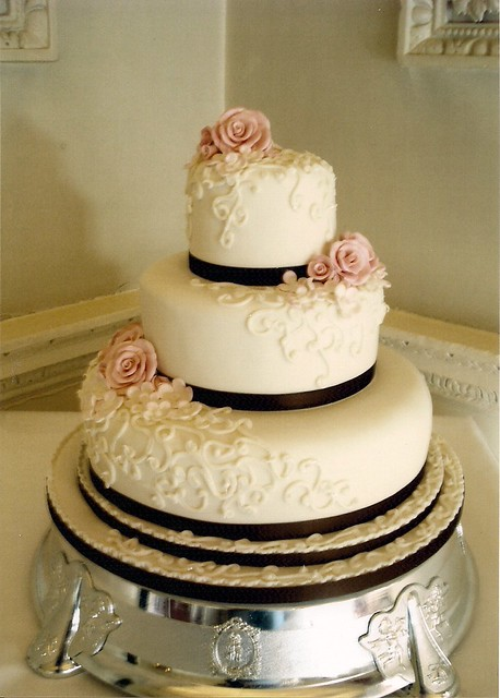 scroll wedding cake