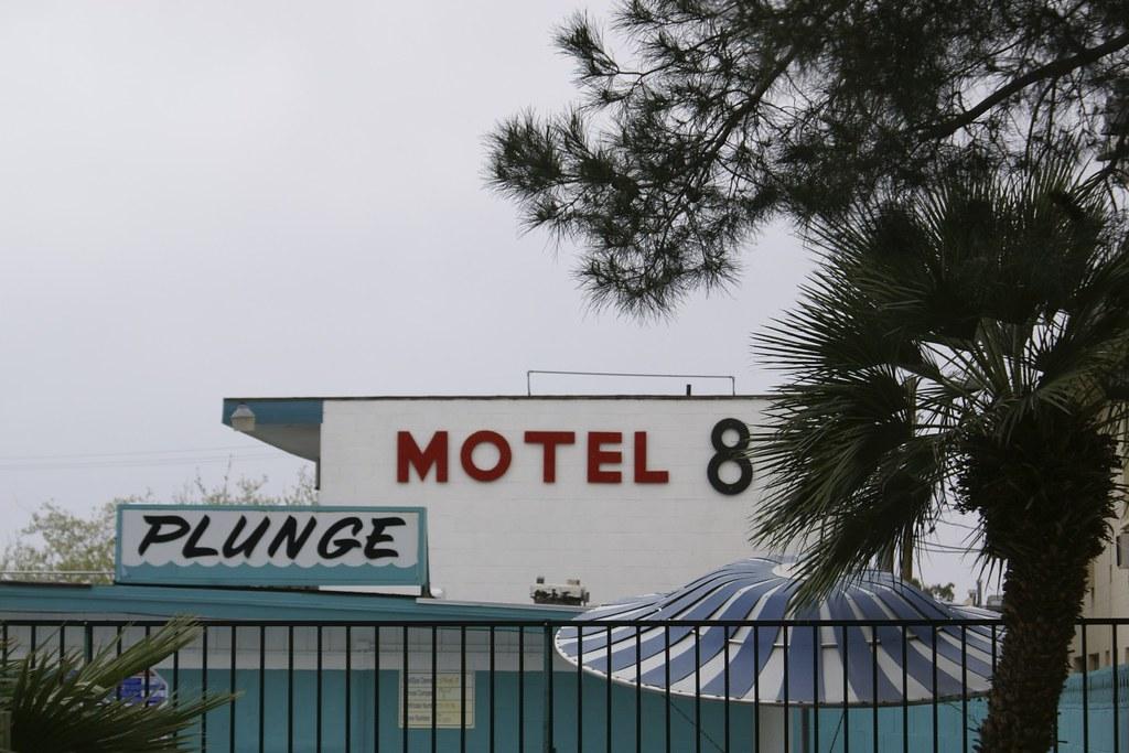 Motel 8 - PLUNGE!