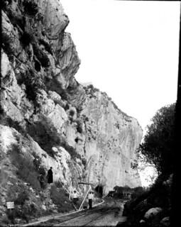 Falaise de Baoussé Roussé près de Menton, Italie, 5 mai 1904