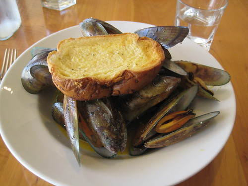 New Zealand Mussels with White Wine and Shallots