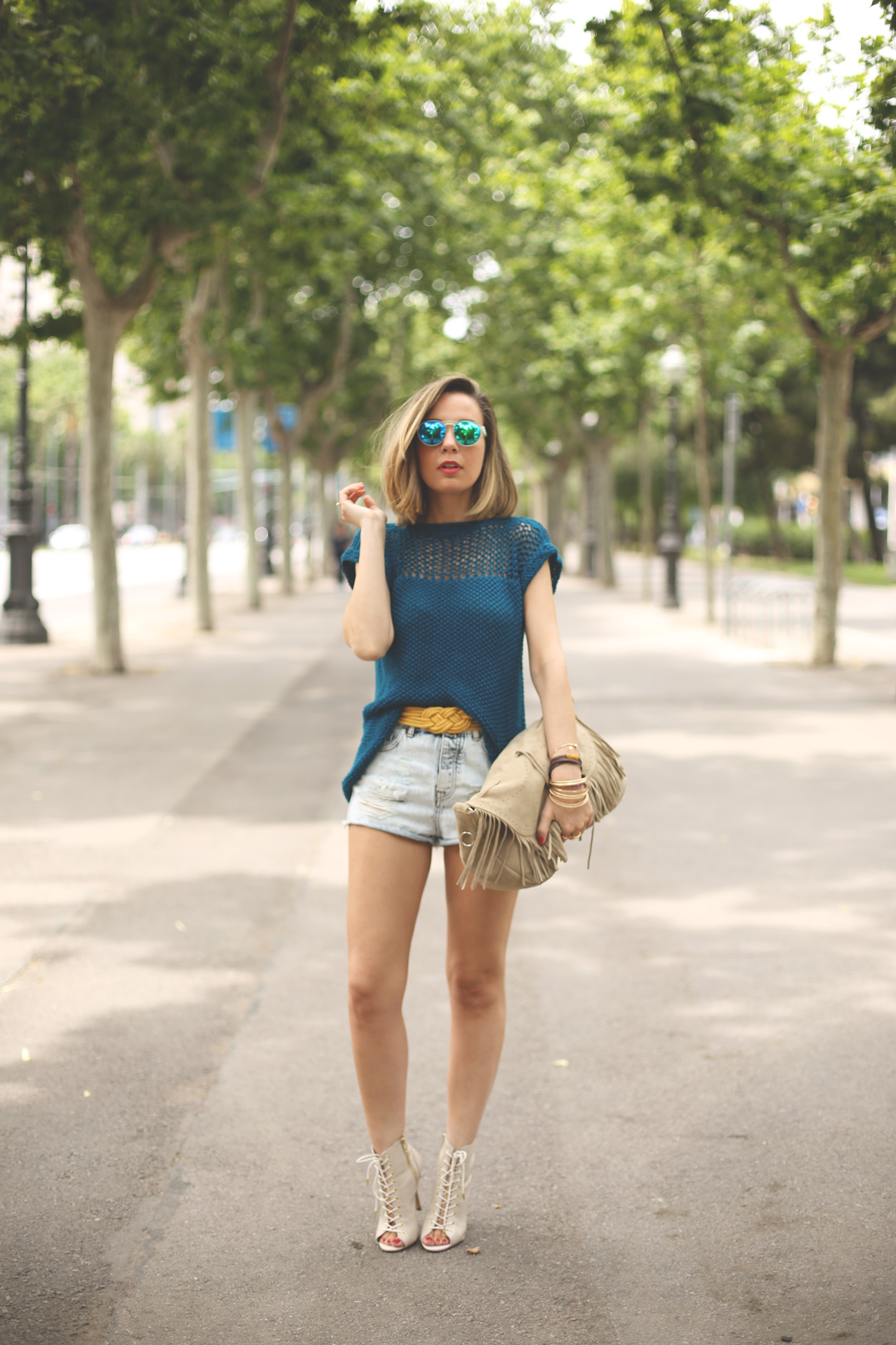 blonde, girl, fashion blog, summer top, blogger top, spanish blogger, we are knitters, trendy, street style, my showroom, priscila betancort, denim shorts, mirror sunnies, steve madden,