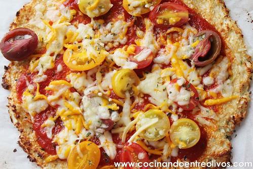 Pizza de coliflor www.cocinandoentreolivos (18)