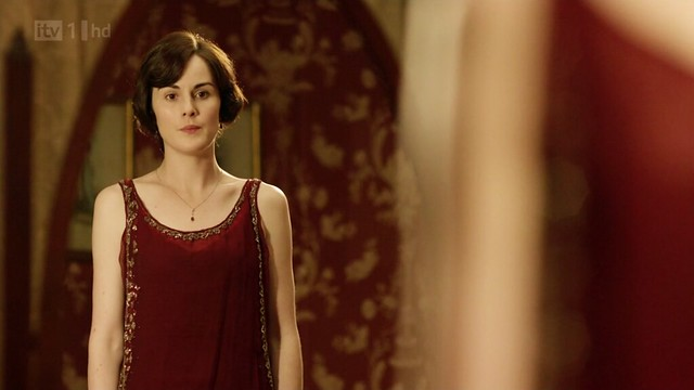 DowntonAbbeyS02E09_Mary_redevening_smallglitterytrim2
