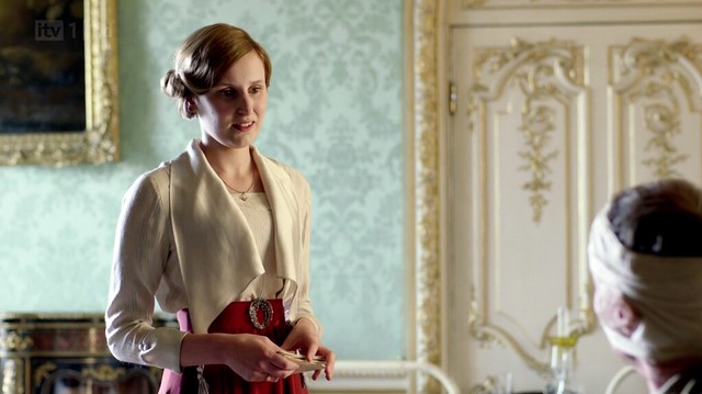 DowntonAbbeyS02_Edith_overizedlapelivoryblouseredskirt