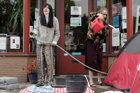 Carrie and Fred dressed as feminist bookstore owners on Portlandia