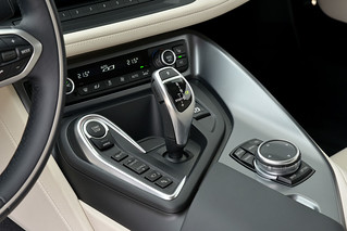 BMW-2014-i8-Int-07