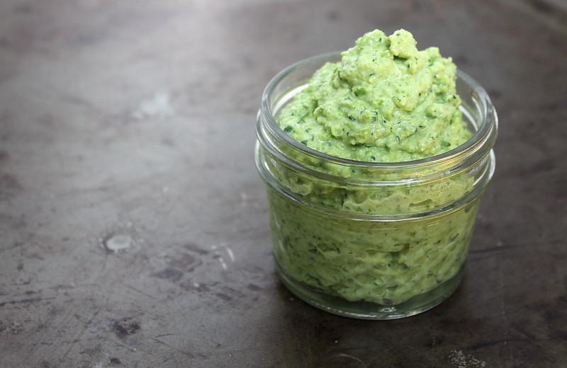 vegan & gluten free Fresh Pea Hummus