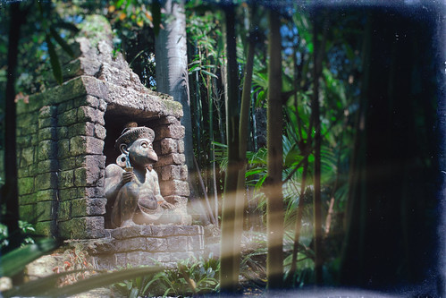 california trees light usa texture statue monkey nikon stones disneyland disney lightleak jungle shade d200 anaheim hdr textured junglecruise disneylandresort hbmike2000 texturaltuesday