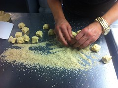 Coating the cookies in sesame seeds