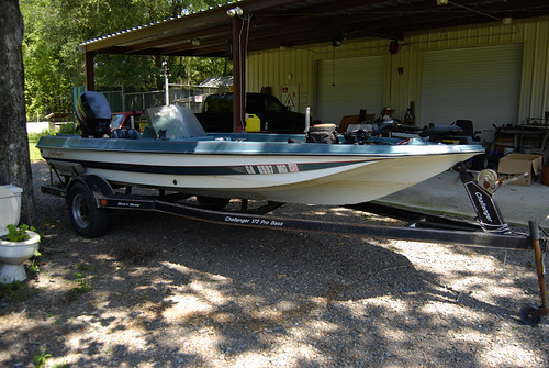 "Challenger Pro Bass 172 w/Johnson ""Quick Strike"" 115 hp pusher"