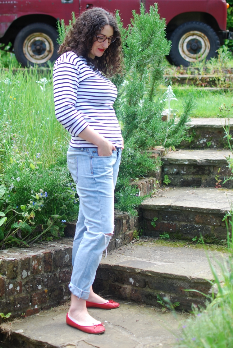 chambray and curls classic summer outfit